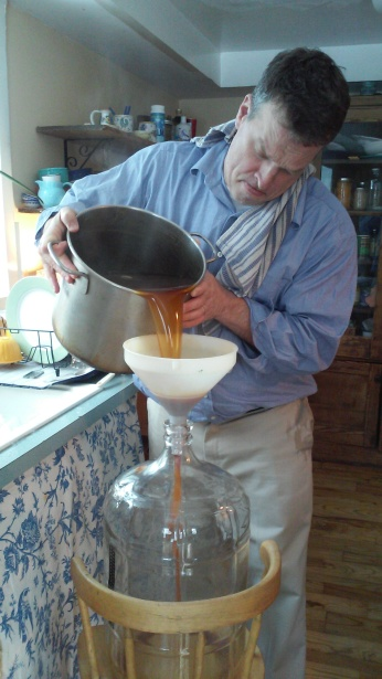 Steady.... The Wort is transferred to the Carboy.